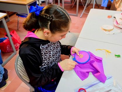 Comunicación sin barreras empodera a jóvenes con déficit auditivo