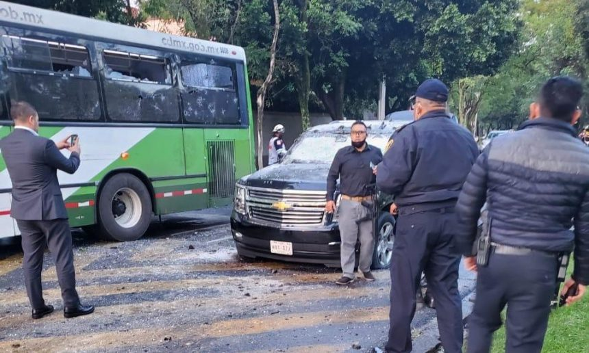 Armed Men attacked the convoy of the capital's Secretary of Citizen Security, Omar García Harfuch