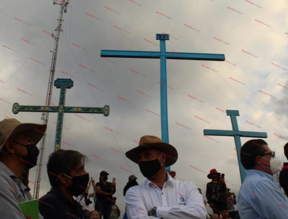 The panoramic view of Las Tres Cruces and the ritual site threatened