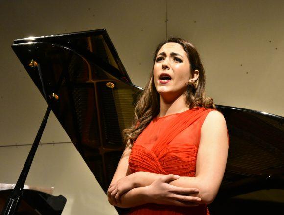 Jóvenes Cantantes de Ópera Listos Para Primeras Audiciones Virtuales