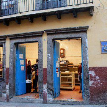La Colmena Bakery to Receive Honorary Plaque