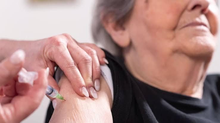 Gobierno Federal abre registro para vacunar a adultos mayores