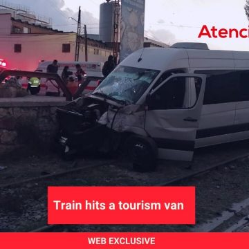Train hits a tourism van